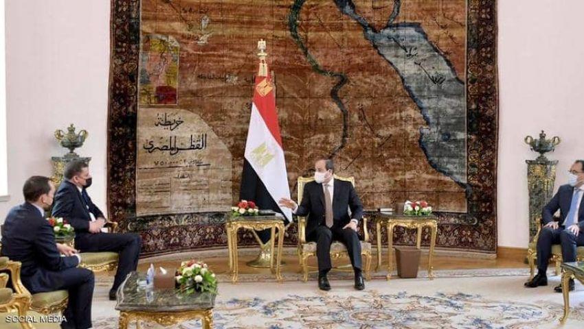 بعد لقاء السيسي ودبيبة وفتح السفارة وعودة الطيران.. مصر «تعمق» دورها في ليبيا بالدبلوماسية