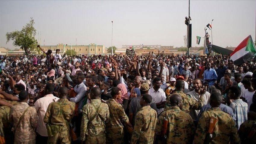 الآلاف يحتشدون بالسودان.. ماذا بعد اجتماعالمعارضة مع المجلس العسكري؟