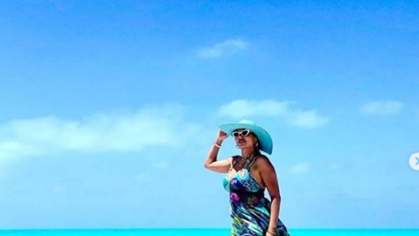 صور| فساتين رانيا يوسف.. من الريد كاربت إلى شاطئ البحر
