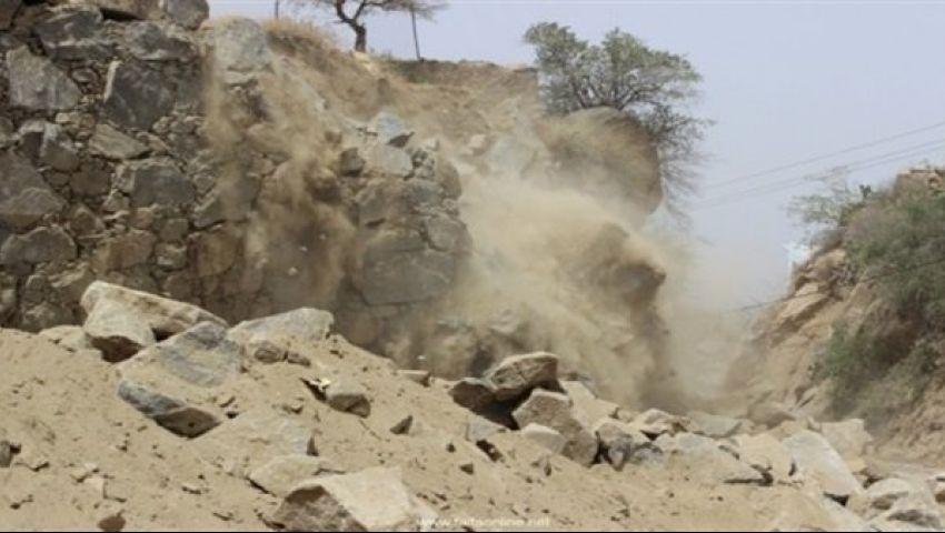 سقوط صخرة بمنشأة ناصر تثير الذُعر.. والأهالي : شفنا الموت بعنينا