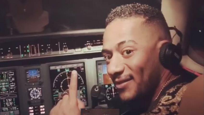 أول تعليق من محمد رمضان على قيادته طائرة