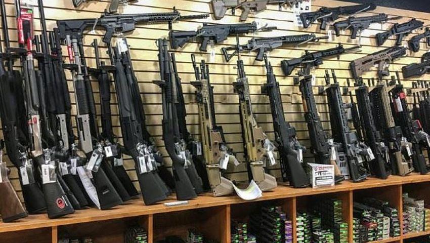 الفرنسية: حظر بيع الأسلحة نصف الألية في نيوزيلندا يشعل أمريكا
