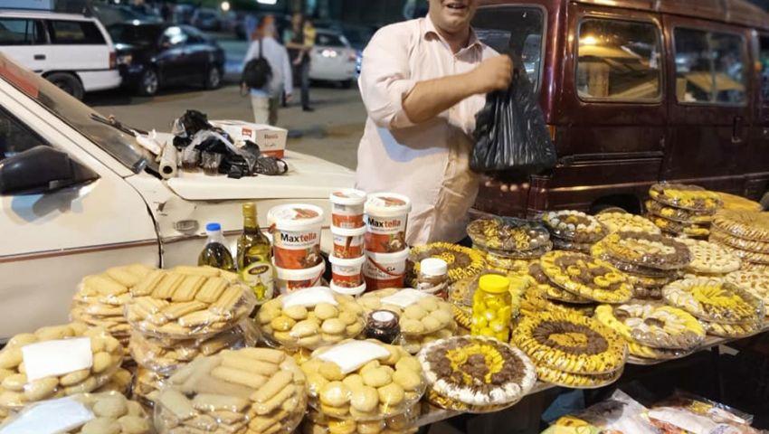 أمام مترو المعادي.. «كحك العيد» بطعم سوري و«على أد الإيد»