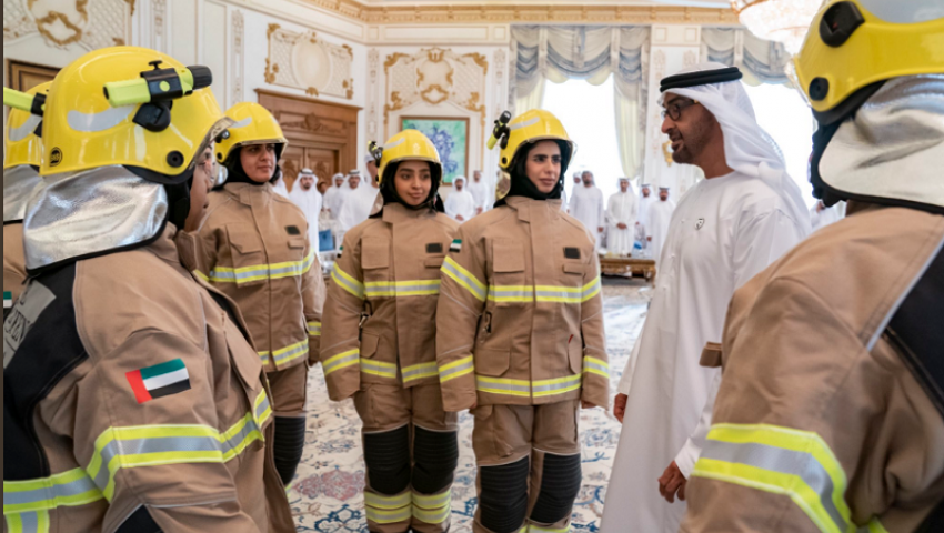 بالصور| ولي العهد يستقبلها.. الإمارات تخرج أول دفعةنسائيةللإطفاء