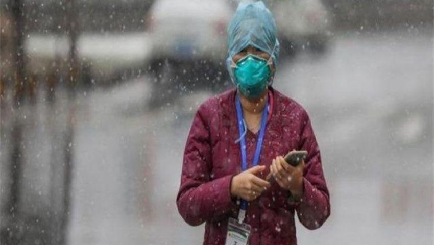 هل تفاقم الكمامة المبللة بالمطر عدوى كورونا؟ أطباء يجيبون