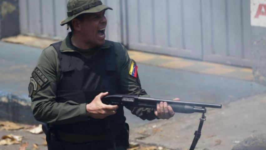 بهروب 167 عسكريًا.. الانشقاقات تضرب جيش مادورو