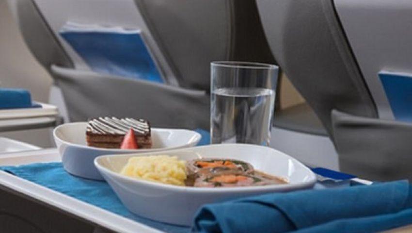 فيديو| لو على متن طائرة.. هكذا يمكنك تحديد مواعيد الإفطار والإمساك