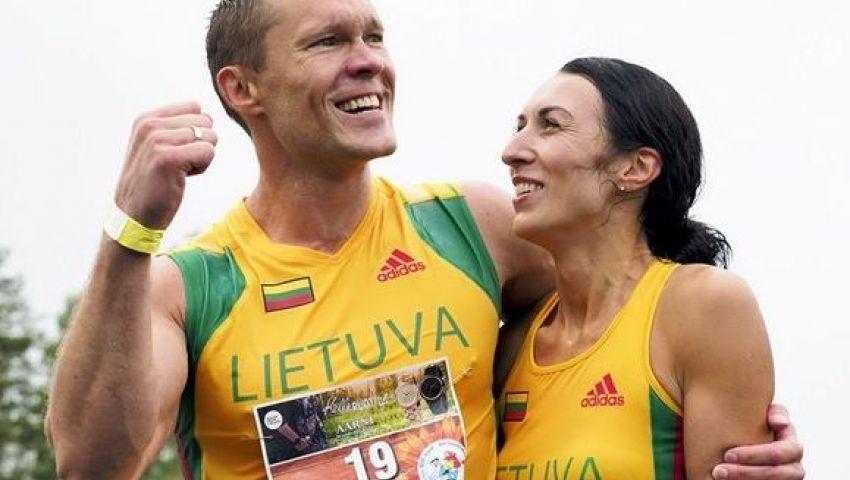 بالصور  زوجان من ليتوانيا يفوزان ببطولة العالم لحمل الزوجات