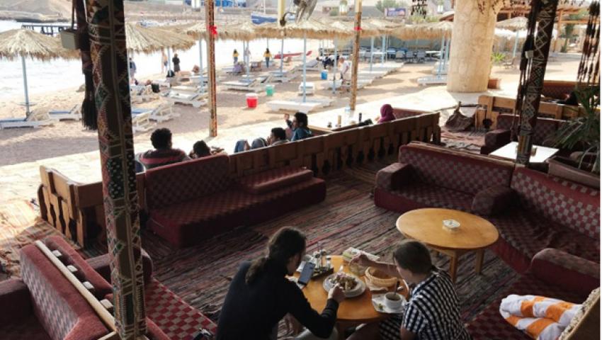 شبيجل: في قرية بدوية بشرم الشيخ.. تتلاقى ثقافات السائحين بعيدًا عن أزمات المنطقة