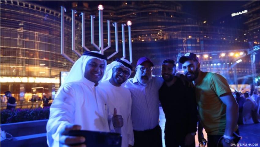 فيديو  ترحيب حار بالإماراتيين عند حائط المبكى.. ونصيحة  من دبي لوفد يهودي