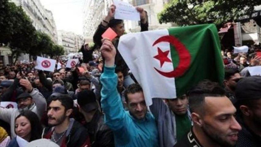 الجزائر.. الجيش يتسمك بالشرعية الدستورية كمخرج للأزمة السياسية