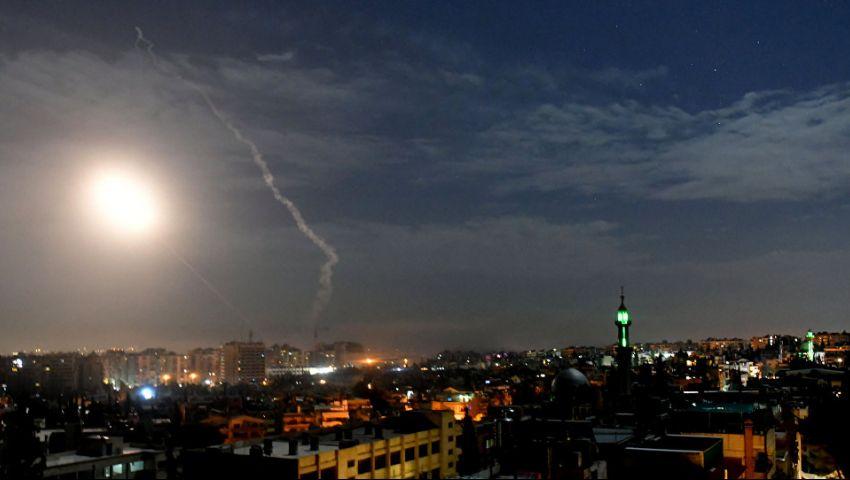 صور وفيديو| 4 قتلى بينهم طفل و21 مصابا في قصف إسرائيلي على سوريا