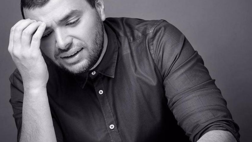 فيديو| رامي صبري «حياتي مش تمام».. قصة خلافات أغنية عمرو دياب