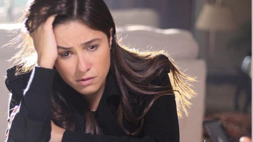 بالصور| الحزن يسيطر على ياسمين عبد العزيز  في «لآخر نفس»