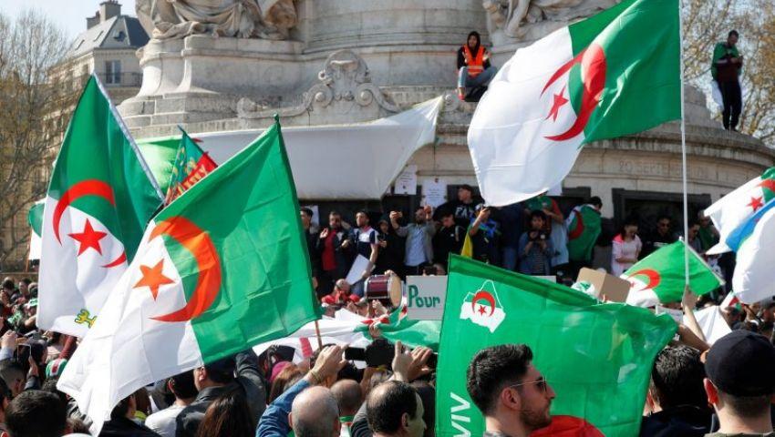 ليلة انتصر فيها الشعب.. أعلام الجزائر تكسو «تويتر» بعد استقالة بوتفليقة