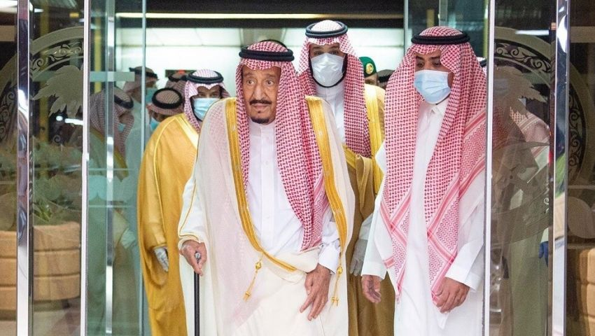 الملك سلمان يغادر المستشفى بعد عملية جراحية ناجحة