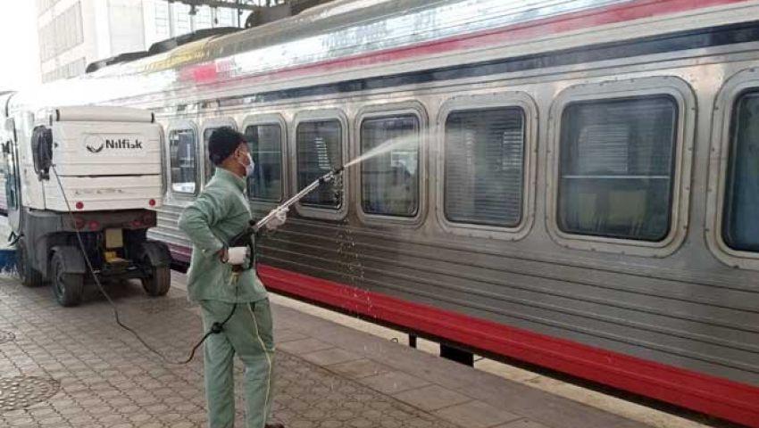 بالصور| تطهير وتعقيم المترو والقطارات للوقاية من كورونا.. ومواطنون: «خايفين من العدوى»