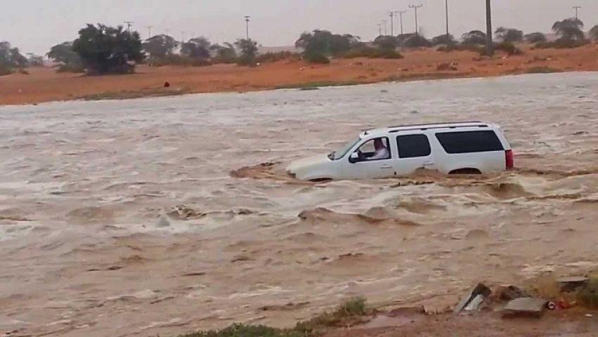 «سيارات شفط ولوادر».. هكذا استعدت شمال سيناء للأمطار والسيول