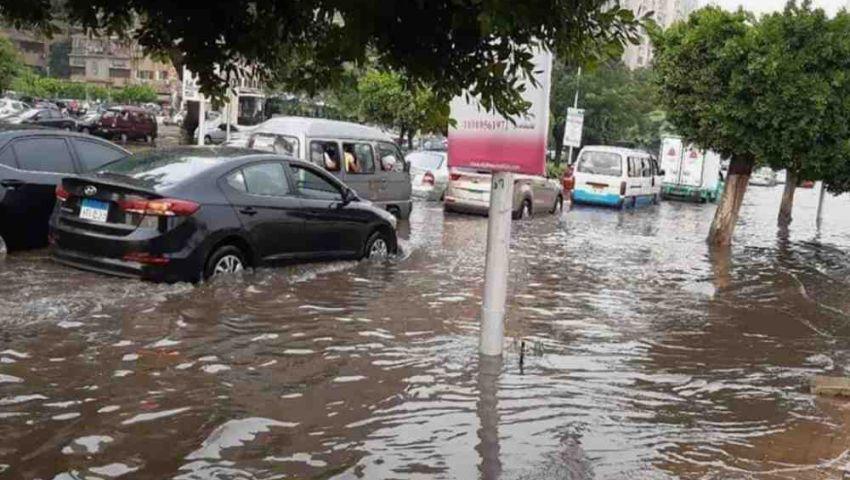 أسوشيتيد برس: الأمطار الغزيرة كشفت تهالك شبكات الصرف بمصر