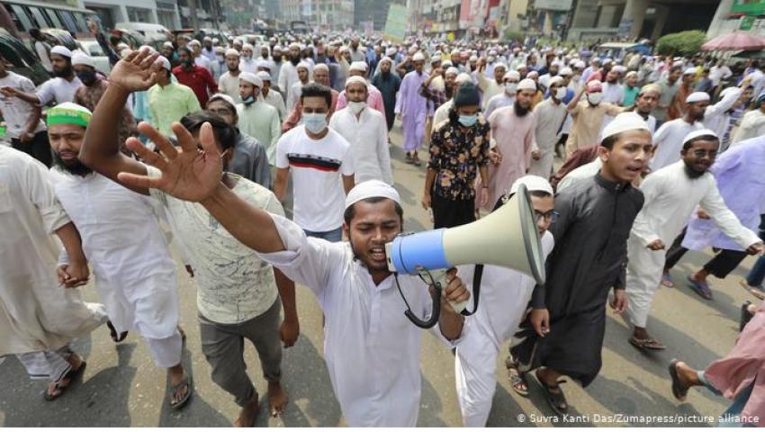 فيديو| «ماكرون يعبد الشيطان».. هتاف في بنجلاديش لنصرة الرسول