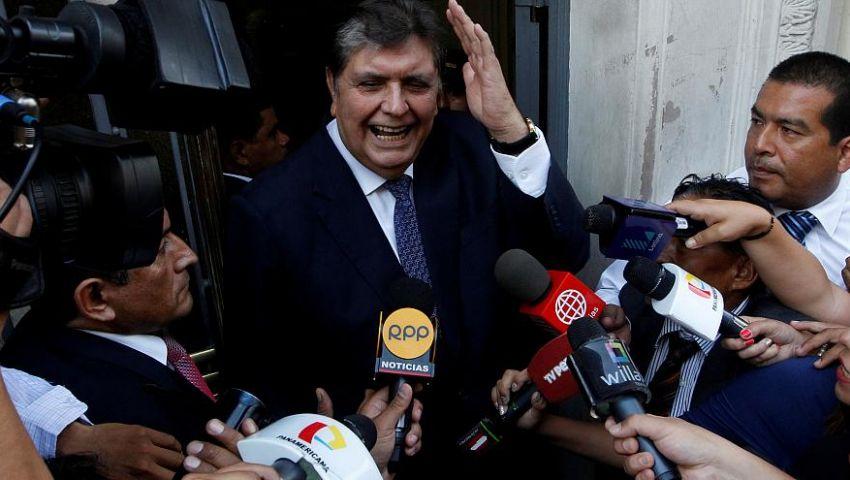 هربًا من قضايا فساد.. رئيس بيرو السابق ينتحر