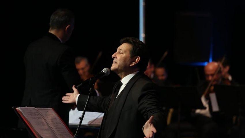 صور| في مهرجان الموسيقى العربية.. أغاني الزمن الجميل بصوت هاني شاكر وسوما