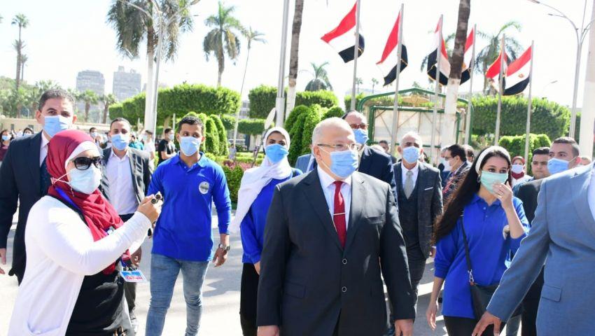 «الكمامة» تحيل طلاب وعاملين بجامعة القاهرة للتحقيق