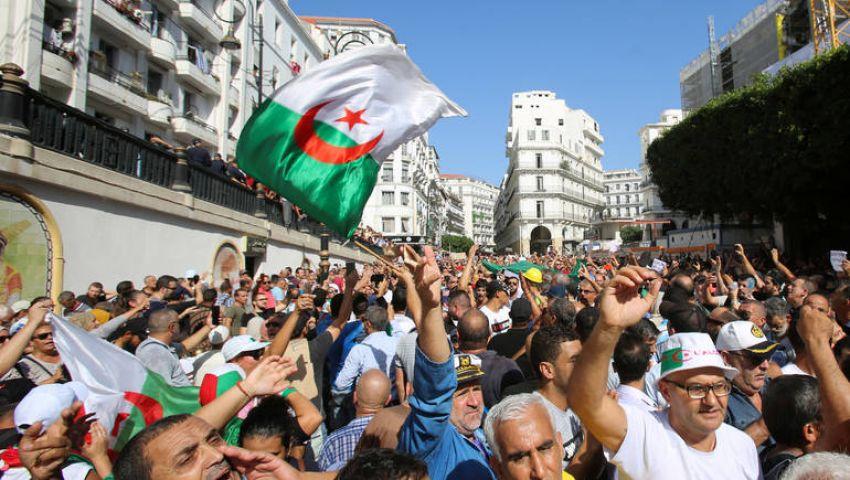 «لا انتخابات مع نظام العصابات».. «ثلاثاء الطلاب» يشعل الجزائر من جديد
