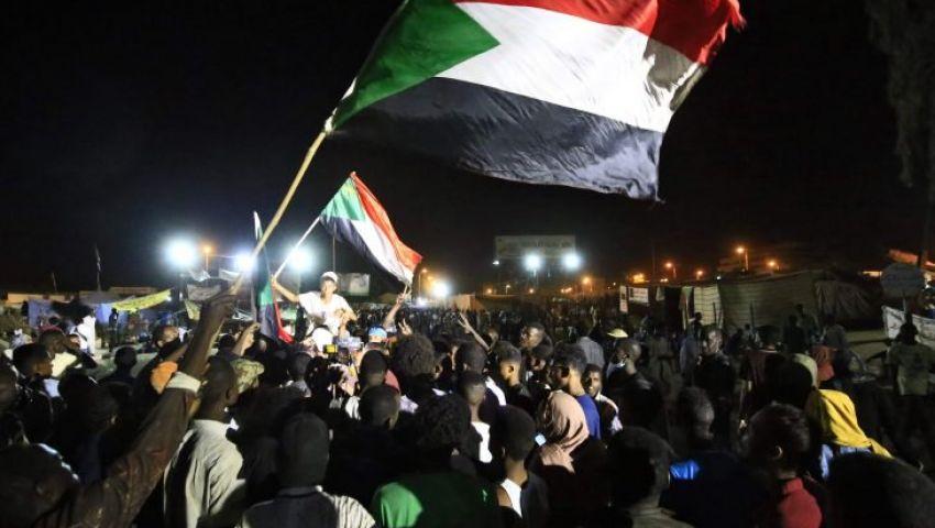 صور وفيديو|عقب إطلاق نار ثانٍ «العسكري» يعلق الحوار.. ماذا يحدث في السودان؟