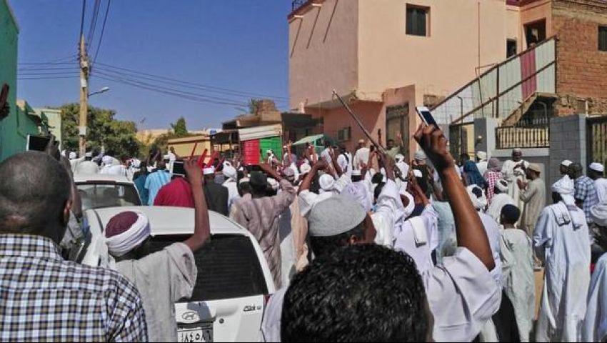 بوقفة صامتة أمام القضاء.. احتجاجات جديدة لمتظاهري السودان