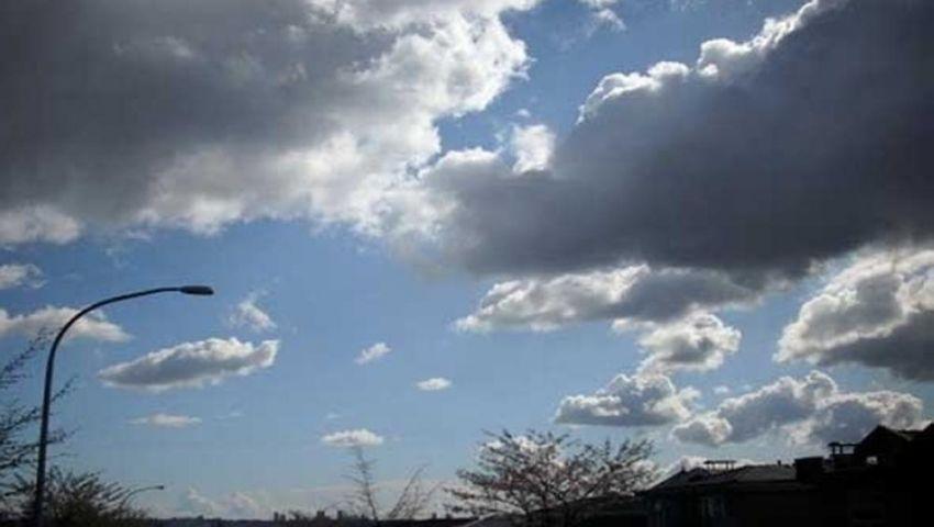 «ودق الشتاء الأبواب مبكرًا».. انخفاض في درجات الحرارة وسقوط أمطار بهذه الأماكن