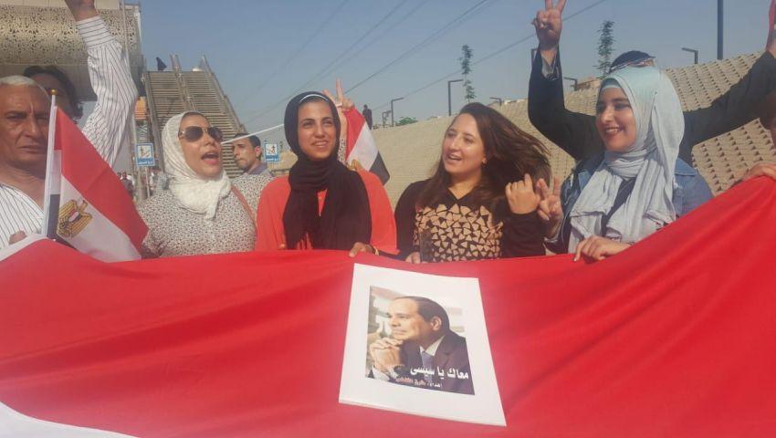 صور وفيديو| بمسيرات فى القاهرة والمحافظات.. آلاف المصريين يستجيبون لدعوات دعم «السيسي»