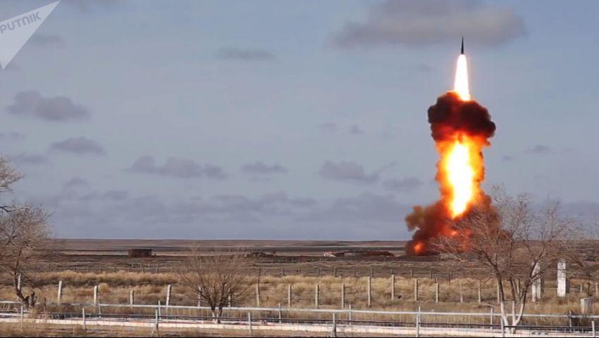 بـ«أزمة الصواريخ الكوبية».. بوتين يهدد واشنطن بشبح النووي و«الناتو» يتصدى