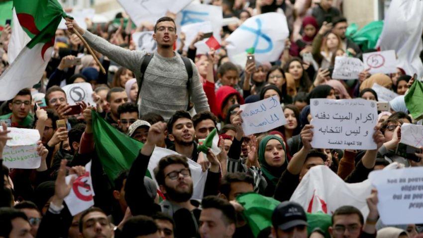 الجزائر تتأهب للجمعة الـ20.. دعوات للاحتشاد في ذكرى «الاستقلال»