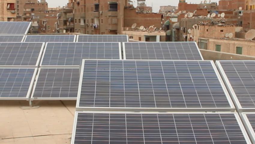 فيديو الوفاء.. أول مدرسة حكومية تضيء بالطاقة الشمسية