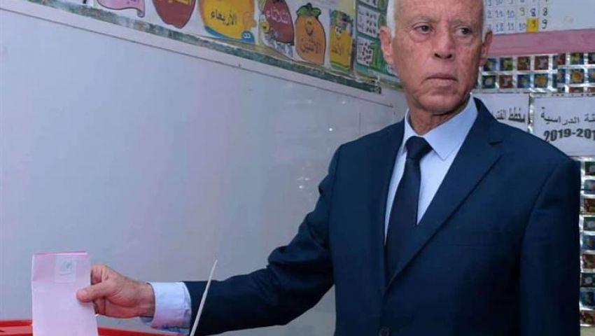فيديو  في تونس.. ماذا تعرف عن قيس سعيد مرشح الرئاسة الذي هزم الكبار؟