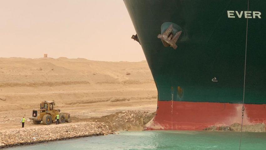 سفينة قناة السويس الجانحة «حوت على الشاطئ».. ما القصة؟