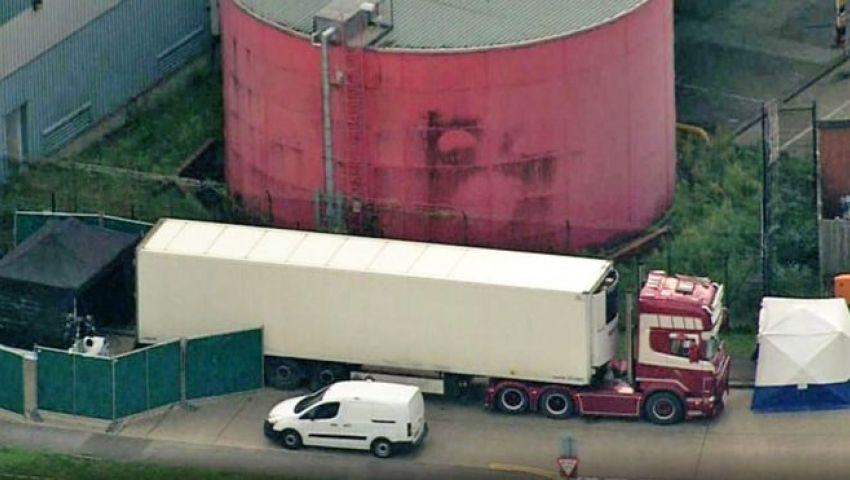 فيديو.. صدمة في بريطانيا بعد العثور على 39 جثة داخل شاحنة