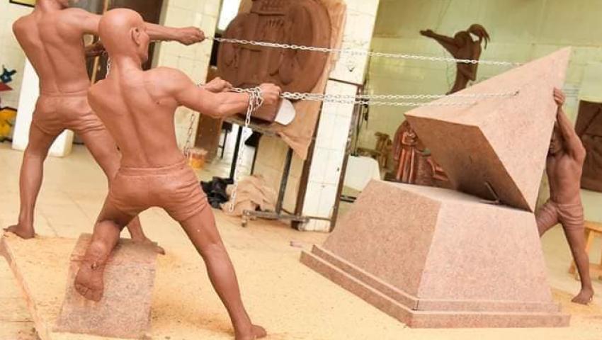 بـ«أنامل ذهبية» جسد طلاب فنون المنيا أحوال مصر بتماثيل منحوتة