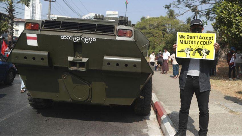 بعد فشل «القمع الناعم».. جيش بورما يلوح للمتظاهرين بـ«القتل»