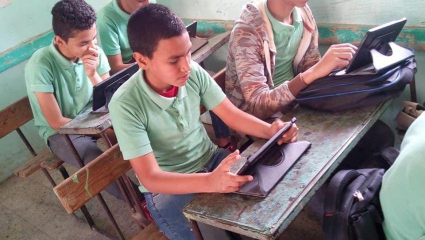 فشلاختبار منصة امتحانات إولى ثانوي الإلكترونية.. و«التعليم»: الورقي بديلا