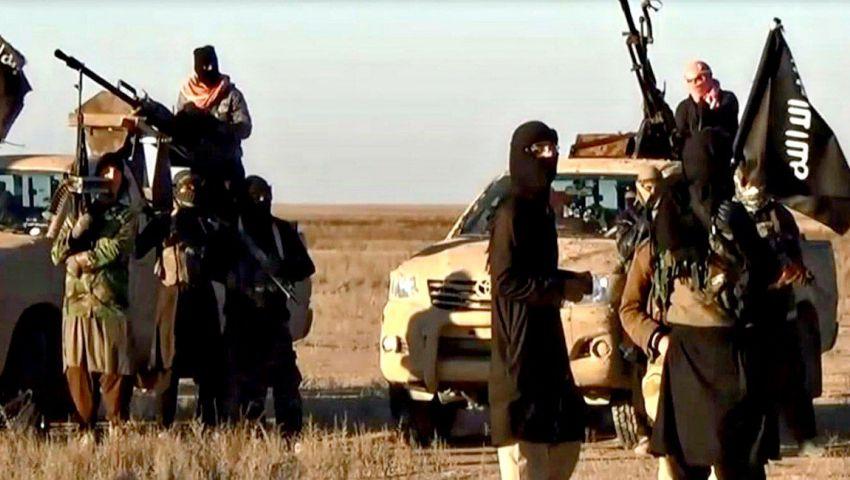 فيديو| يتمسك بآخر جيوبه.. فلول «داعش» محاصرون في «الباغوز» كالجرذان