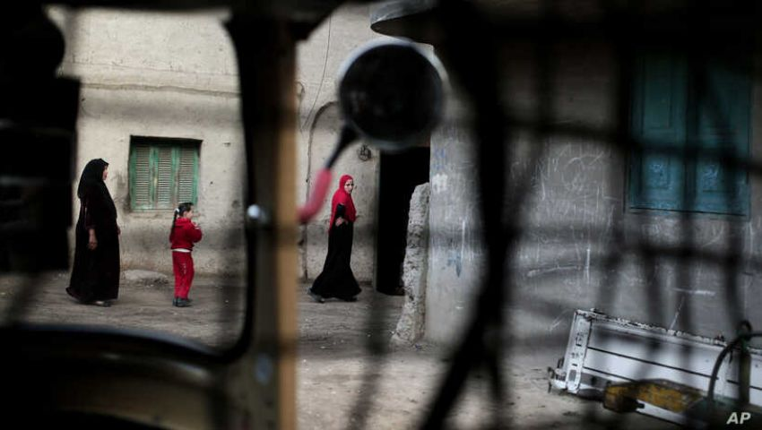 «صوت أمريكا» عن ختان الإناث بمصر: مستمر رغم التجريم