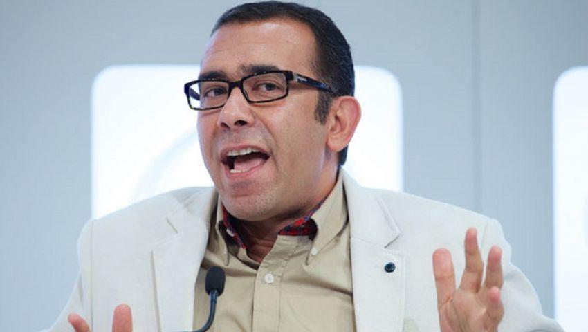هجوم على وائل الفخراني بعد انتقاده جهاز يستقبل المكالمات مجانًا عند السفر