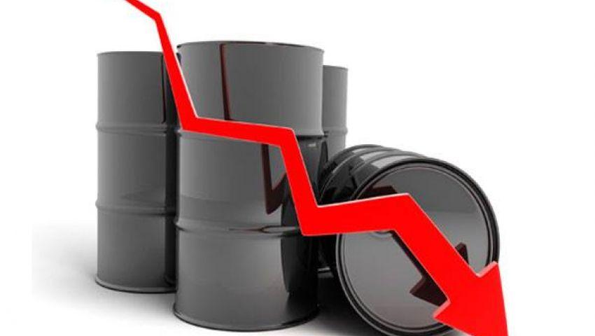 النفط يتراجع جراء زيادة المخزونات الأمريكية