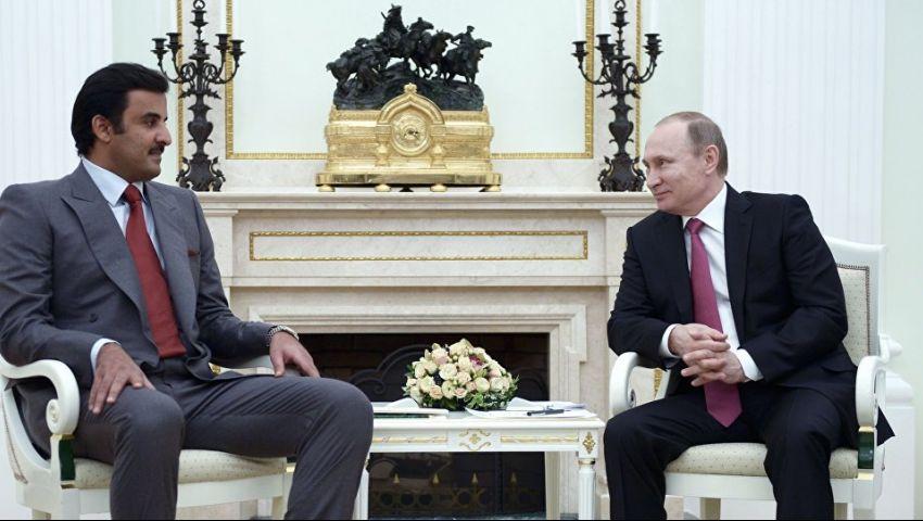فيديو| بوتين يسلم أمير قطر شارة تنظيم مونديال 2022