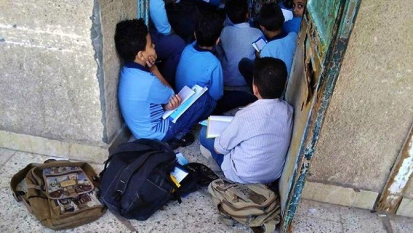 صور: في أول أسبوع.. كثافة الفصول مشكلة تؤرق التعليم والحل يتطلب 130 مليار جنيه