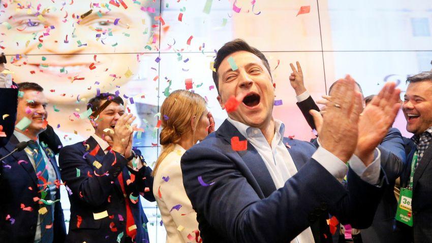 للمرة الأولى في تاريخ البلاد.. ممثل كوميدي رئيسًا لأوكرانيا