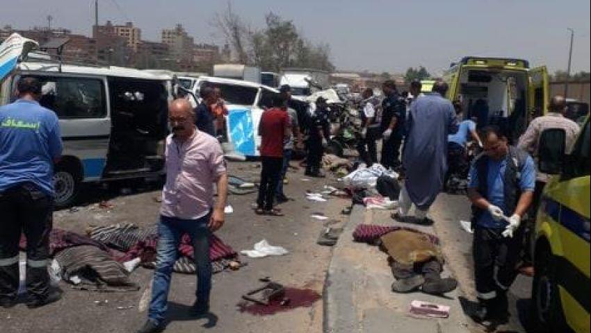 صور| مصرع 14 شخصًا في حادث تصادم 3 سيارات أعلى كوبري طرة