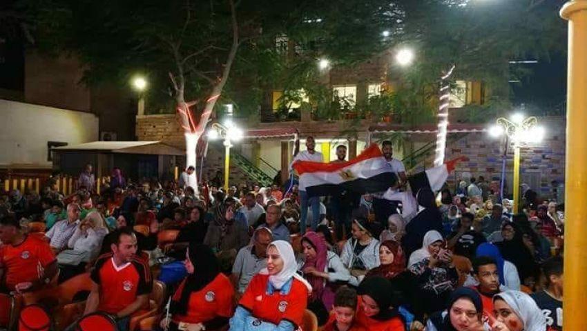 بالصور| مقاهي وأندية محافظات القناة «كومبليت» لمشاهدة مباراة مصر وروسيا